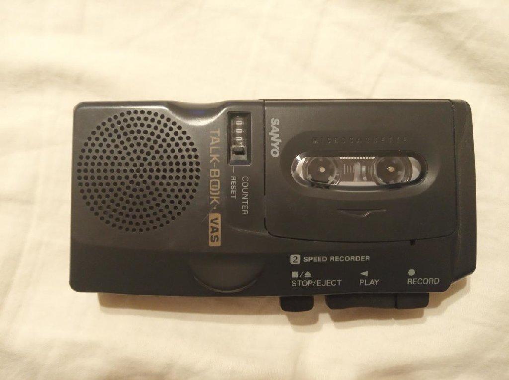 Δημοσιογραφικό vintage κασετόφωνο μικρής κασέτας