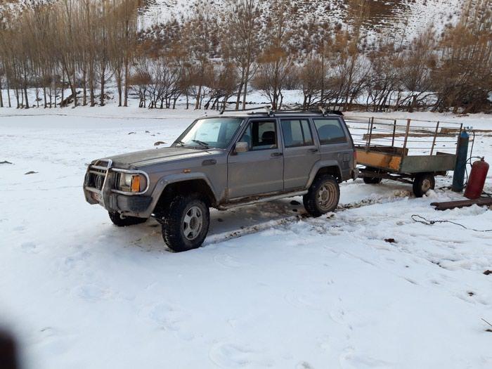Jeep Cherokee 1988 в Кемин