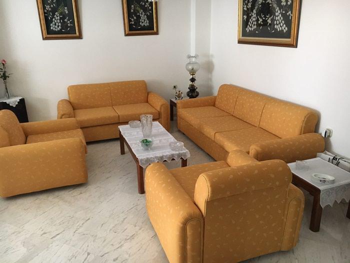 Σαλόνι : Τριθέσιος καναπές 2 πολυθρόνες 3 τραπεζάκια 2 λάμπες . Photo 4