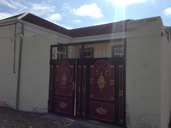 Bakı şəhərində Bineqedi qesebesinde yeni temirden cxhmis 2 otaqli ev satilir, iki