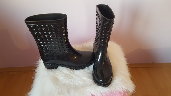 Valentino gumene čizme,broj 38,gaziste 23cm,jedanput nosene... - Indija