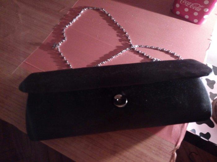 Crna mala torbica sa lancicem. Bez ostecenja, kupljena i nikad nosena. - Pirot