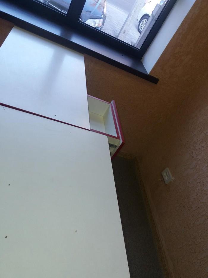 Продам для магазина кассовый стол с прилавками и витринной.. Photo 1
