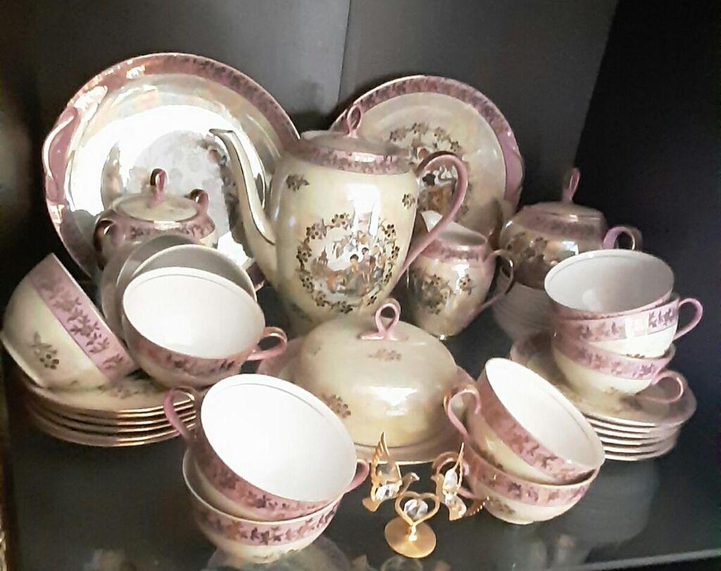 Сервиз чайный фарфор 12 персонрозетки тоже есть . ,нет одной: Сервиз  чайный  ,фарфор 12 персон ,розетки тоже  есть ....,нет одной