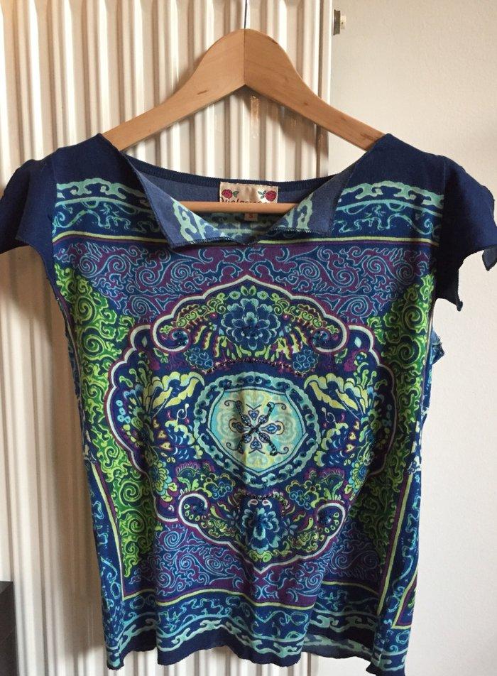 Boho T-shirt με σχέδια μπροστά κ πλάτη .  Νο Small . Tιμή : 15€  σε Υπόλοιπο Αττικής