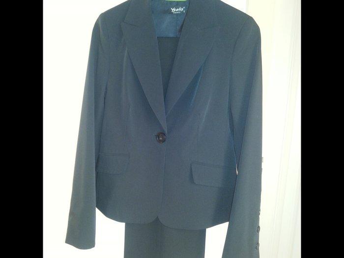 Πωλείται κοστούμι μαύρο Νο 2 σε άριστη κατάσταση