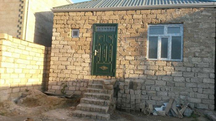 Bakı şəhərində Ev tecili satilir.Yeni ramana qesebesinde esas yola 50m mesafede