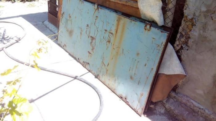 Двери метал. 1870-780мм. цена 2500  сом.. есть2 шт.. в Бишкек