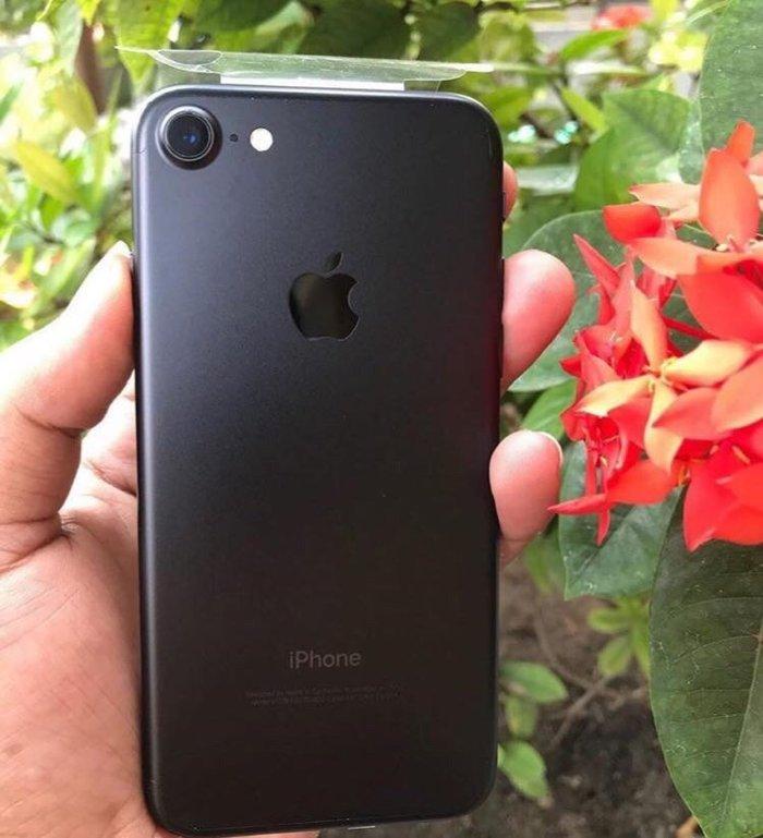 Продаю свой Айфон 7 на 128 новый!!!  коробка и полный комплект. в Бишкек