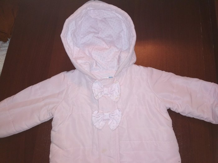 Продаю Деми курточку на девочек 9 месяцев очень красивая и нежная в Токмак