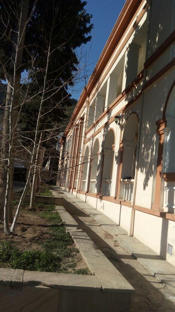 Bakı şəhərində Dvadsatida bayildan gedende yola yaxin yerde 16 sot torpaq sahesinde 2