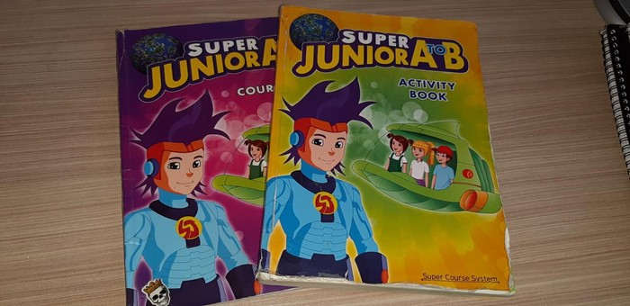 Βιβλία για a&b junior. σε Κορινός