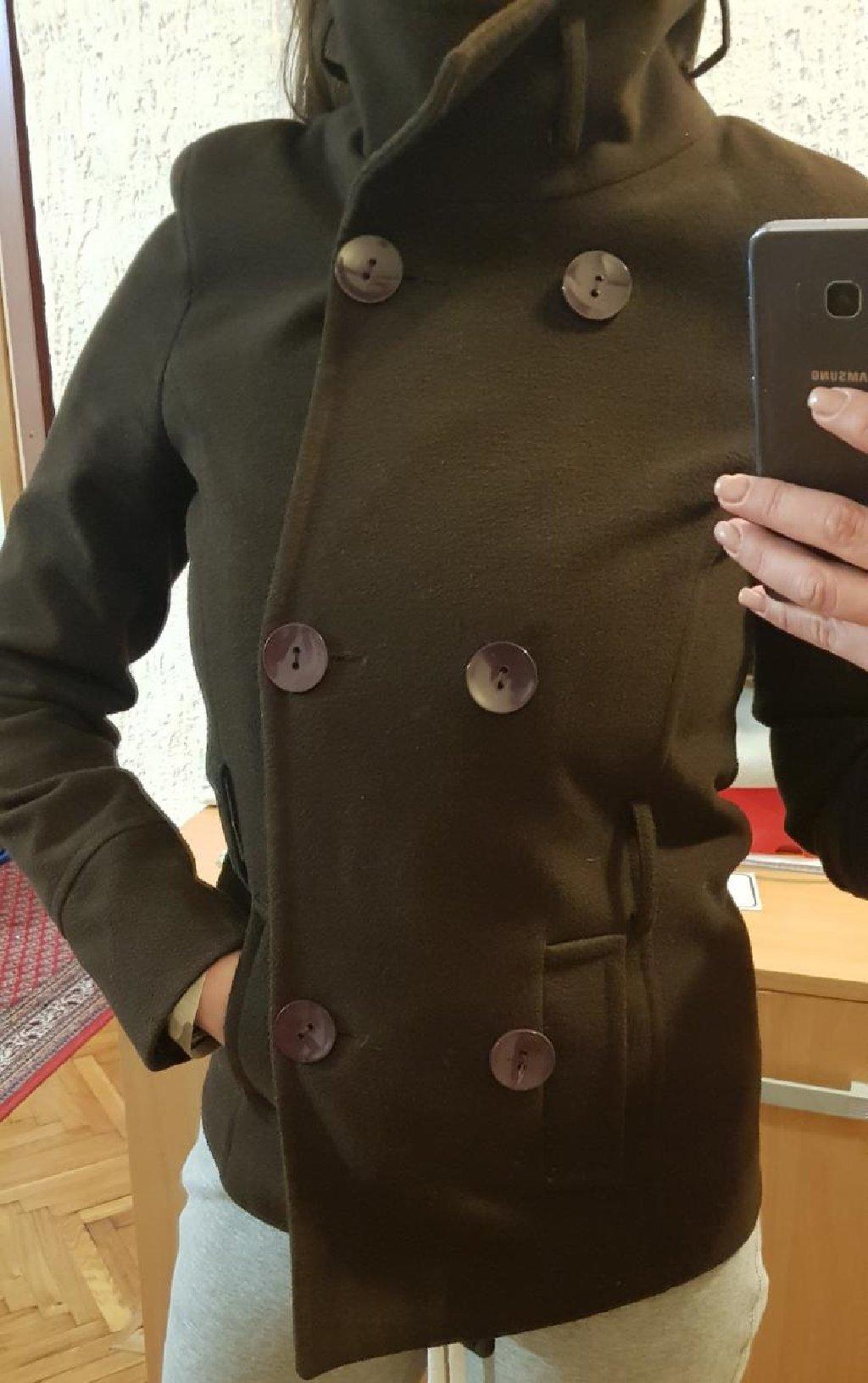 Braon lepo strukiran kratki kaput, velicina 38