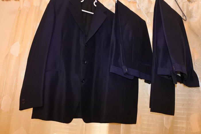 Ανδρικό κοστούμι συν 2 παντελόνια σε άριστη κατάσταση. καινούργια, σε Αθήνα
