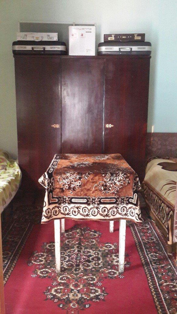 Bakı şəhərində nəsimi bazarına yaxın həyət evində ev sahibi ilə eyni həyətdə 1otaq  a