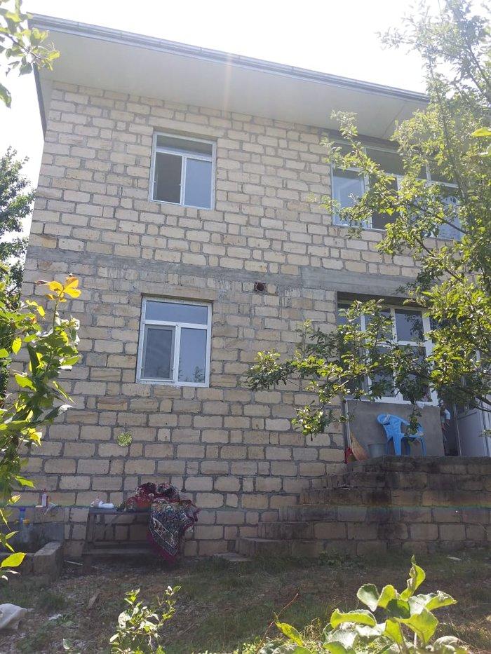 Quba şəhərində Quba Qecresde heyet evi satilir