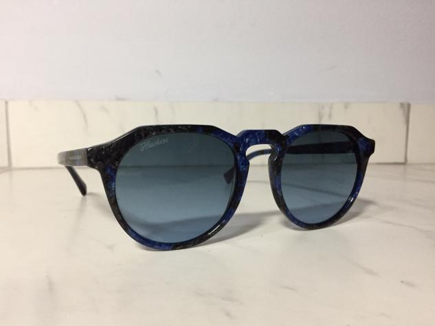 •Γυαλιά hawkers •Χρώμα : σκουρο μπλέ με μαύρες λεπτομέριες  σε Αθήνα