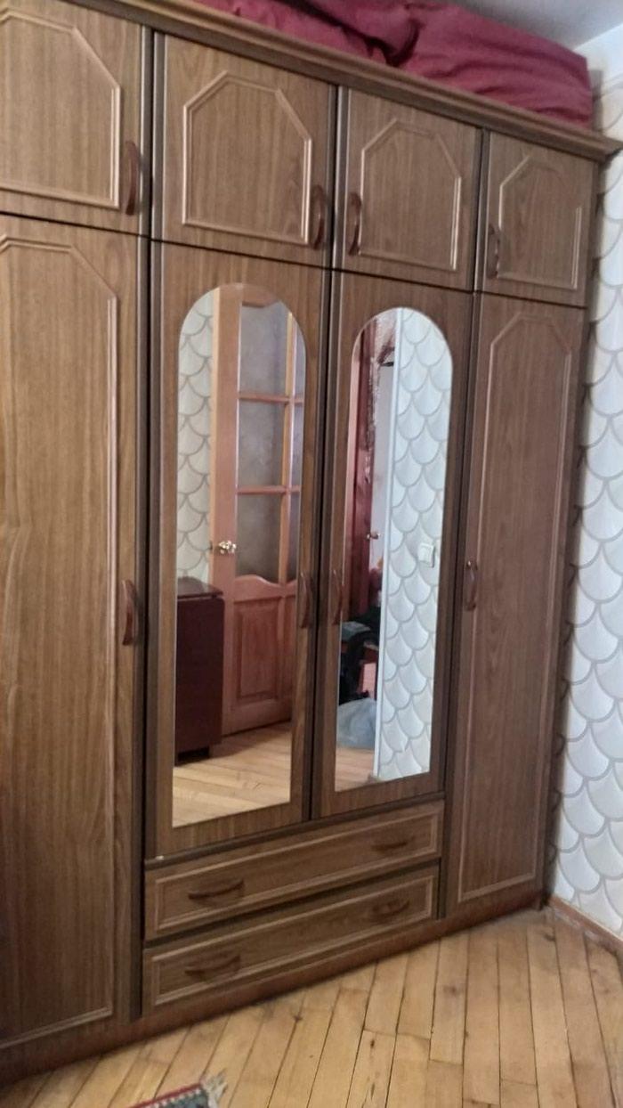 Кровать, комод с зеркалом, шкаф, и 2 тумбы в нормальном состоянии.. Photo 1