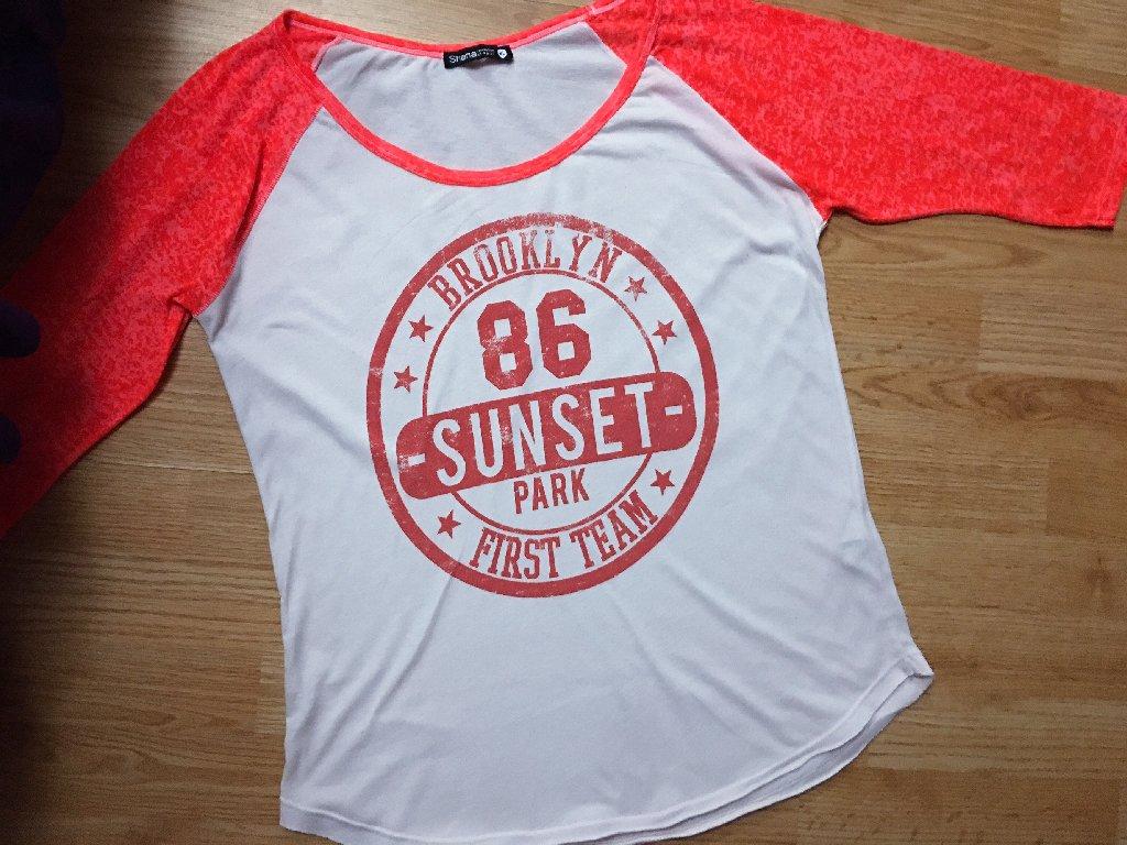 Shana duks, prelep, print je fabrički takav, od istog materijala je kao i sama bluza