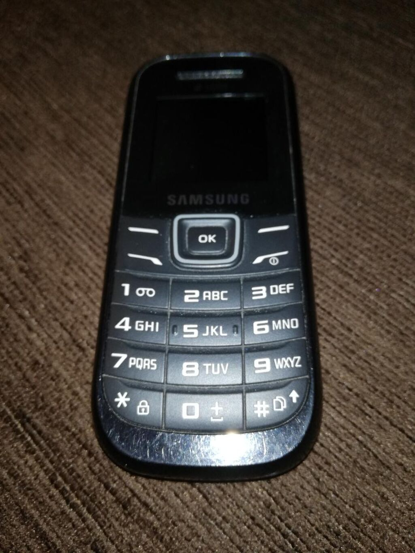 Samsung dual sim / Black. Μαζί με φορτιστή