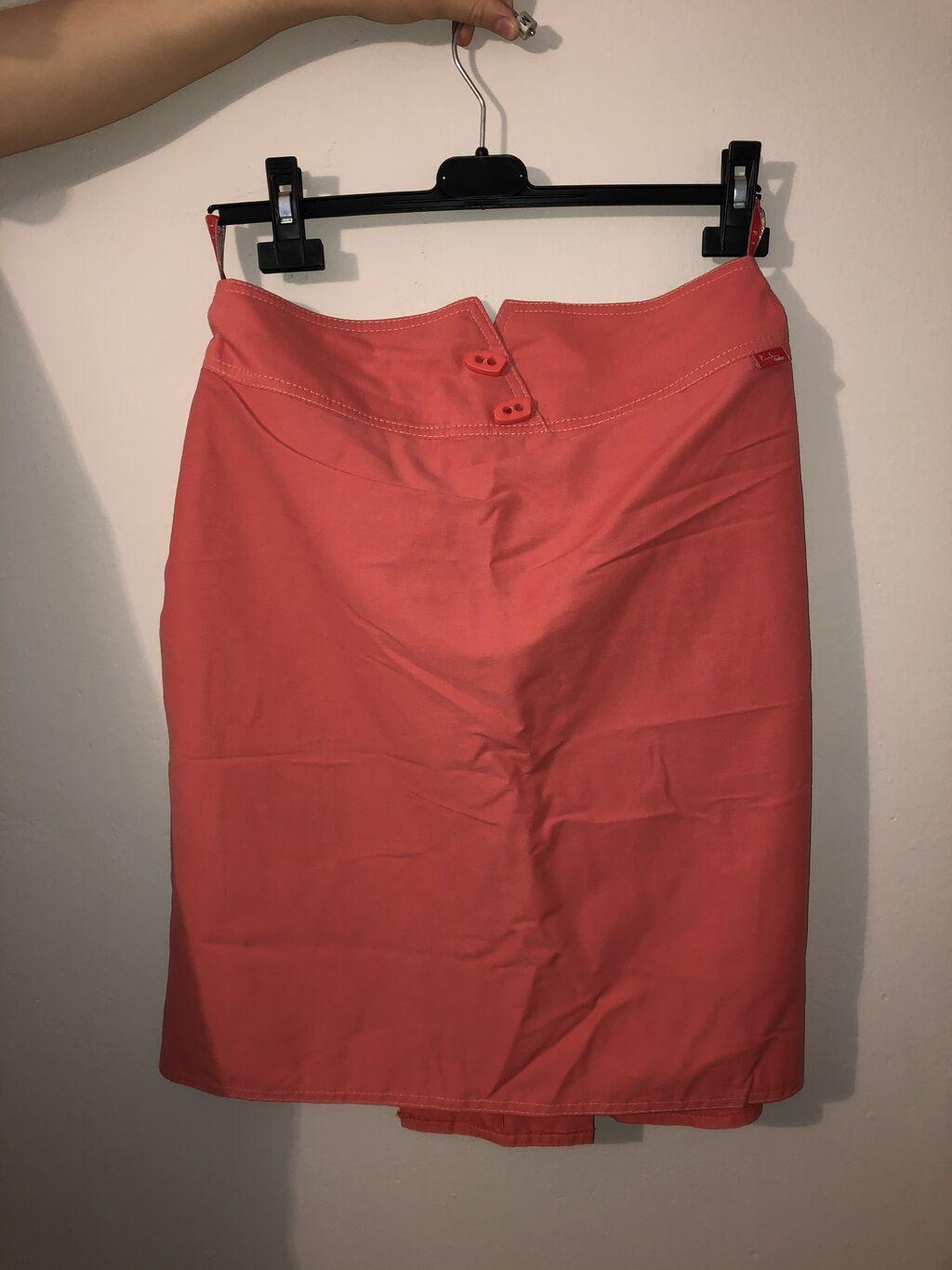 Suknja marke p.s.dobro očuvana, veličina 40, cena 500 dinara