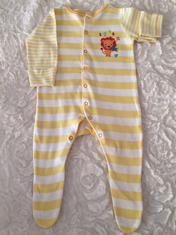 2 babygrows. 0-3 months. Good condition.. Photo 2
