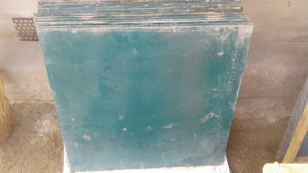 Продаю стекла крашеные размер 70×70. 20 штук,цена 250 сом за одно: Продаю стекла крашеные размер 70×70.  20 штук,цена 250 сом за одно.