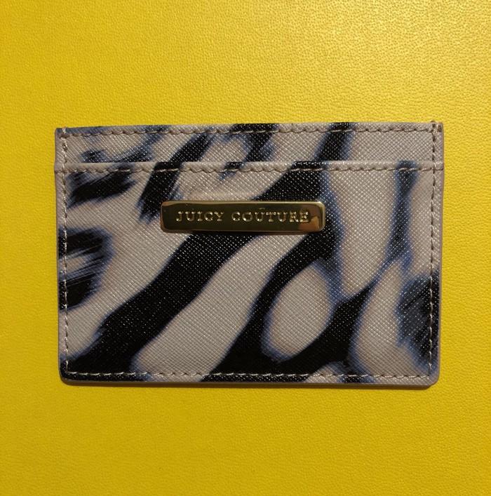 Juicy Couture Αυθεντική δερμάτινη θήκη καρτών με τα χαρτιά της