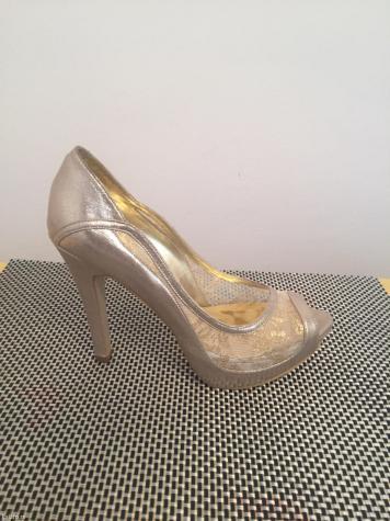 Nove cipele, ostao samo broj 39 rasprodaja.  - Beograd