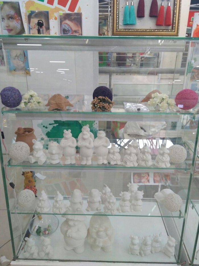 Продам фигурки для раскраски 30 штук за 1500 с красками и кисточками в Бишкек