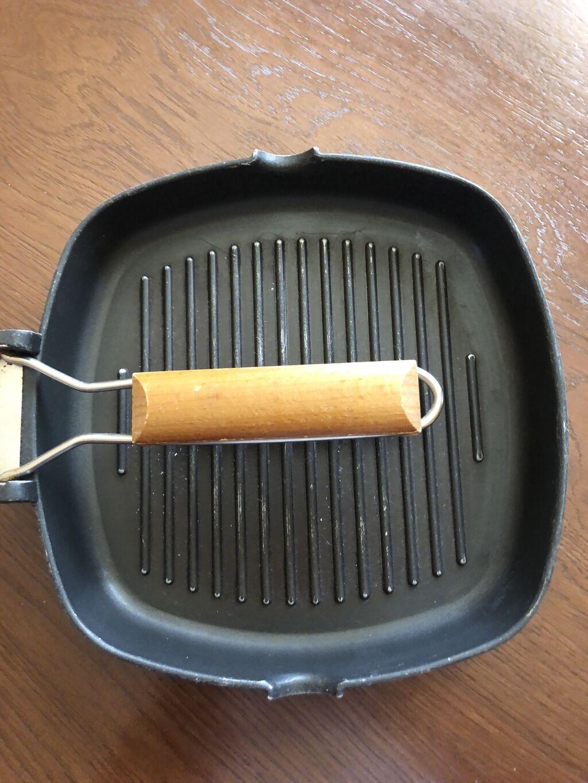 Tiganje - Krusevac: Tiganja za roštilj. Stanje je kao na slikama. Velicine 24 x 25 cm.