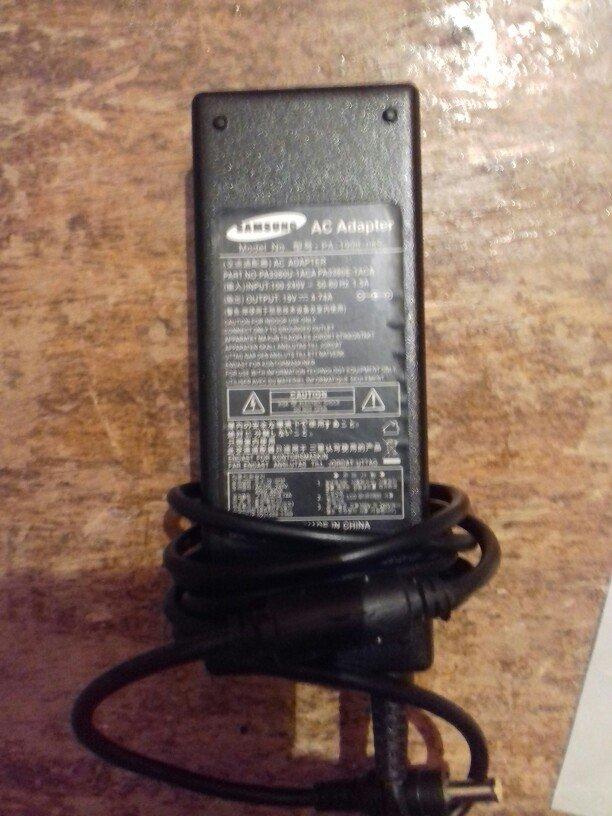 Bakı şəhərində Samsung noutbuk adaptoru. 19v=== 4. 75a.... Kabeli tapa bilmədim..