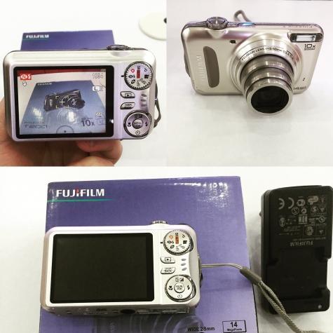 Fujifilm t200 ideal veziyetde ucuz qiymete ustunde 4gb kart orginal. Photo 0