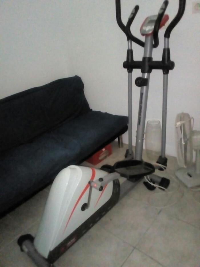 Ελλειπτικό ελάχιστα χρησιμοποιημένο για άτομο έως 120 κιλά, χωρίς κανένα πρόβλημα, πλήρως λειτουργικό