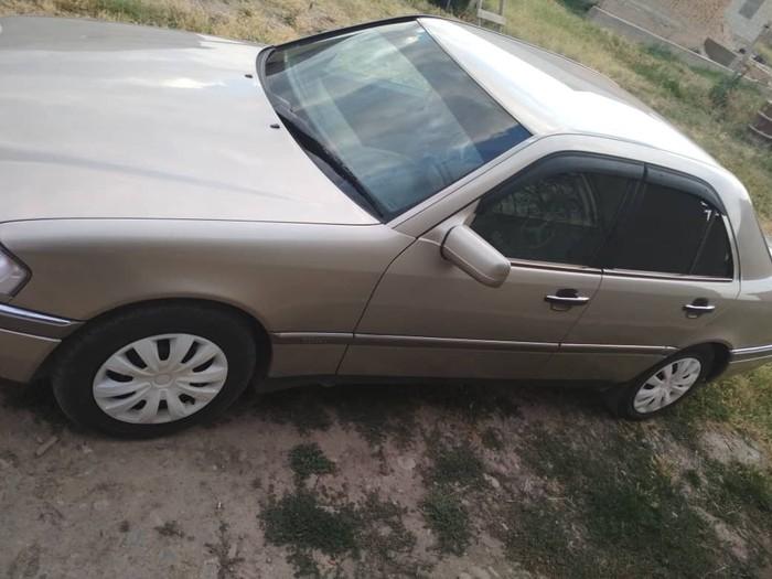 Mercedes-Benz 1995. Photo 0