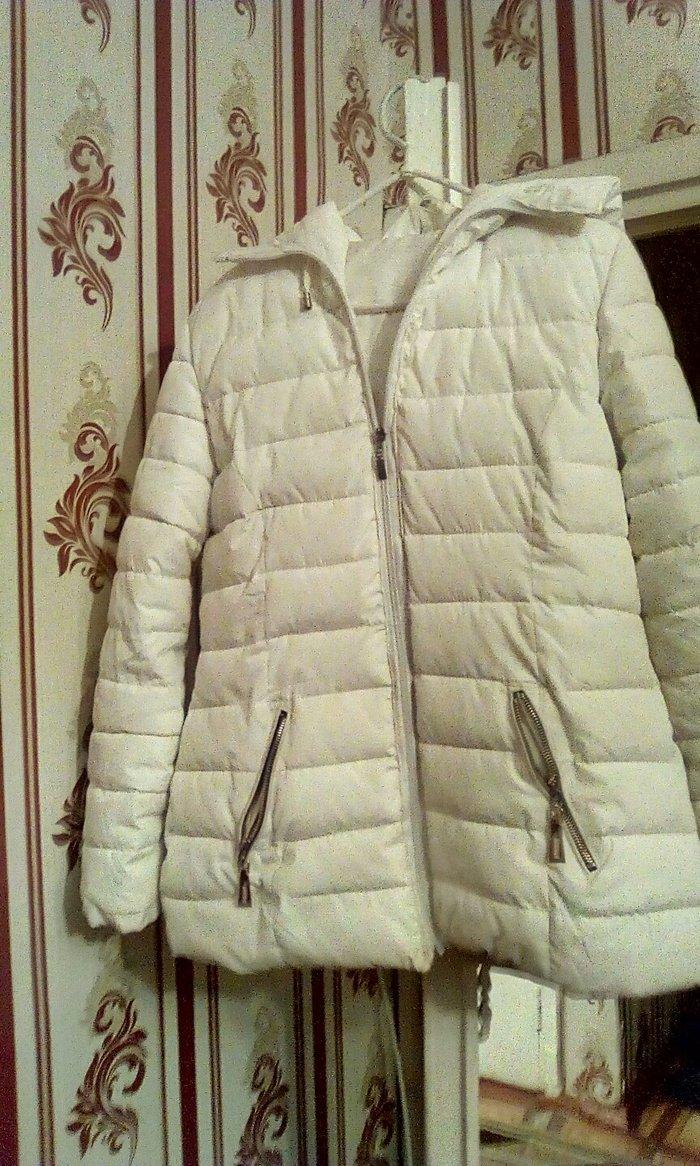 куртка (пуховик)цвет белый,размер 46-48 в Токмак