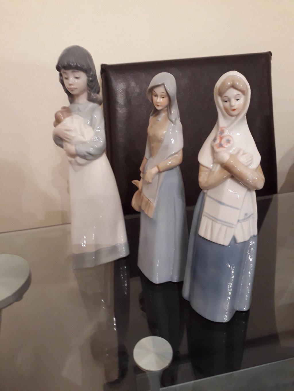 Πωλούνται  τρεις πορσελάνινες κούκλες Nao by Lladro, με ακριβείς λεπτομέρειες, σε άριστη κατάσταση, τιμή 120ευρώ