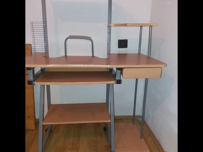 Kompjuterski sto. Photo 2