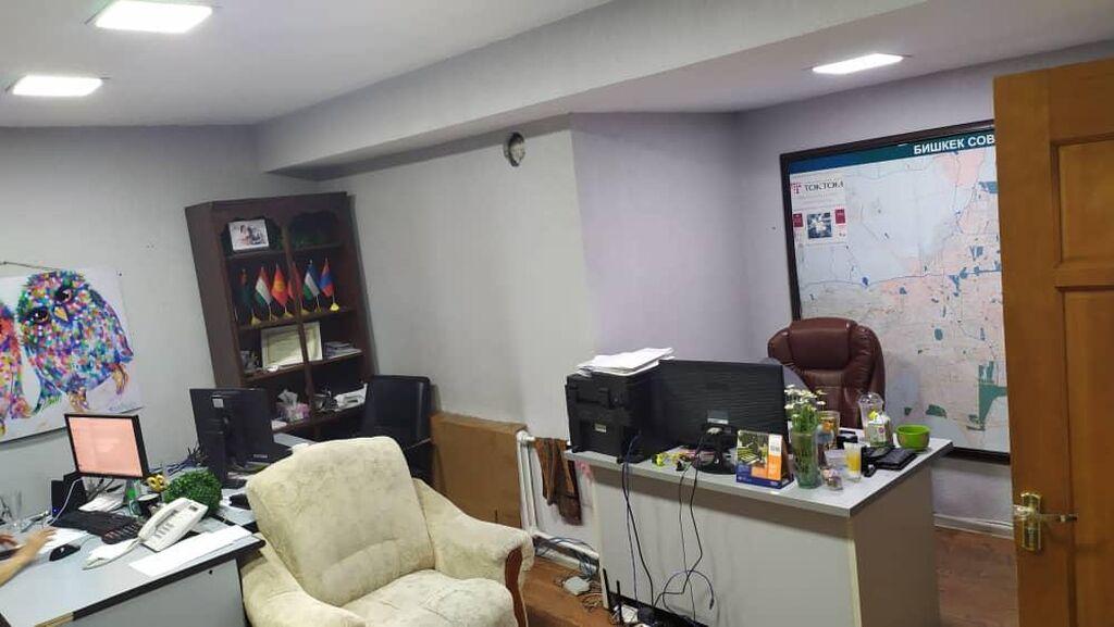 Сдаю коммерческое помещение общей площадью 21м² в центре города (золотой квадрат) Тыныстанова - Токтогула под офис, есть все условия для работы: санузел, центральное отопление, кондиционер, косметический ремонт, влажная уборка 2 раза в неделю, интернет