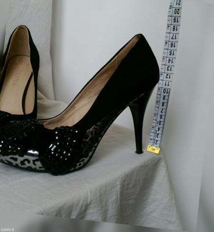 Туфли. Отдела один раз на свадьбу. 39 размер в Душанбе