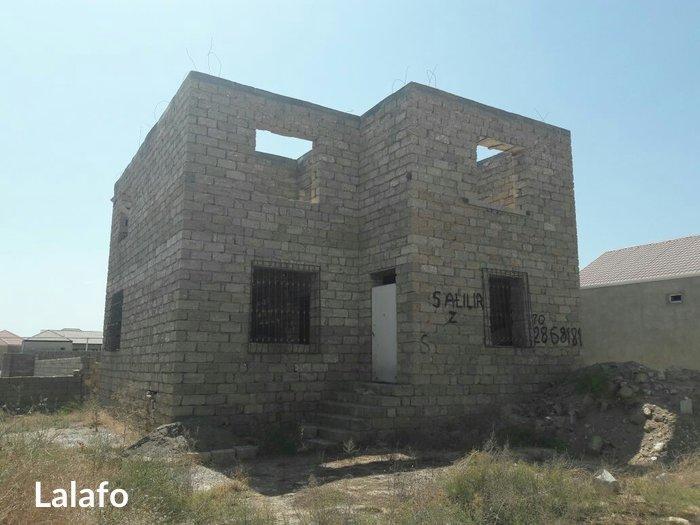 Bakı şəhərində Yeni Suraxanida Ev Satilir. Ev üç sot torpaq sahesinde inşa edilib. ik