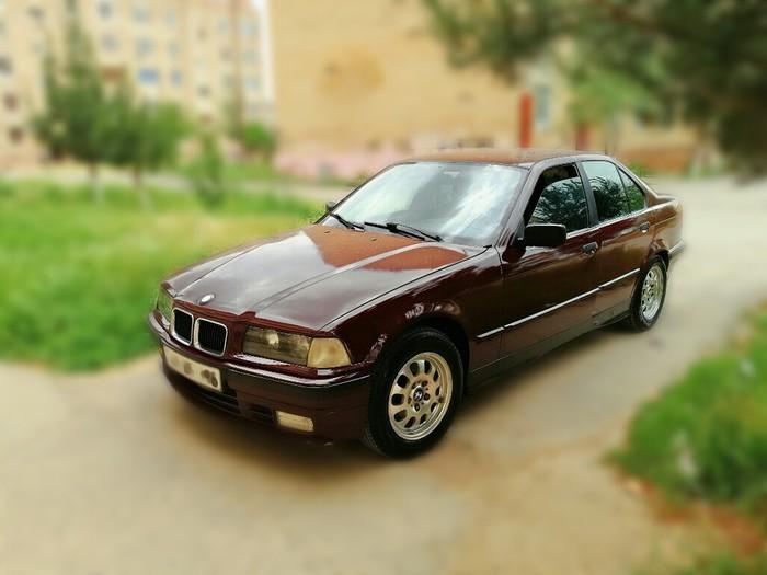 BMW 318 1992. Photo 1