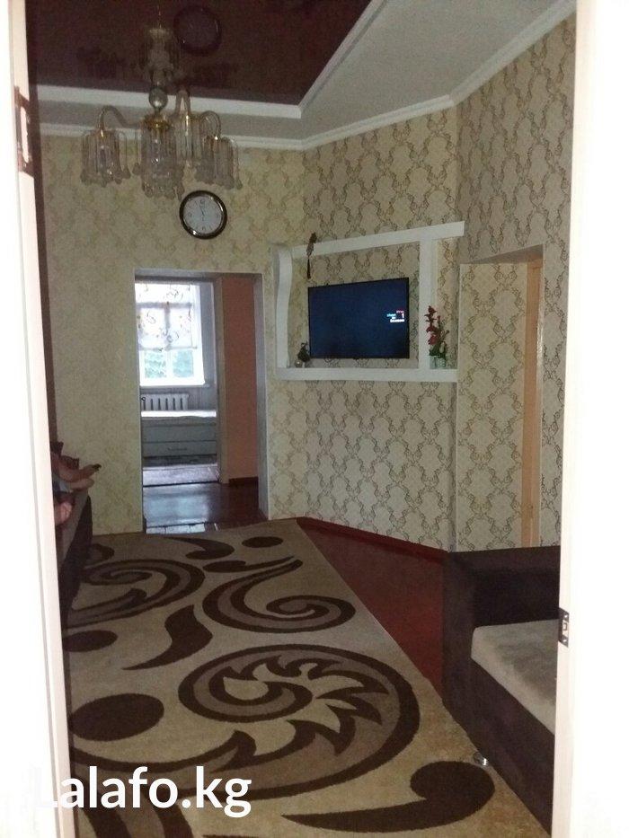 Дом по ул:Молодая Гвардия 295 по трассе. Евро ремонт. Есть душ в доме  in Бишкек