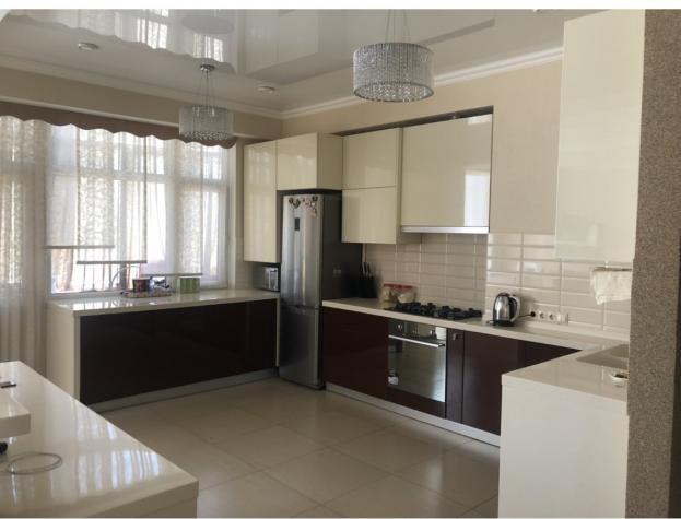 Продается квартира: 3 комнаты, кв. м., Бишкек. Photo 1