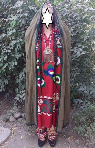 Старинный национальный наряд таджикских женщин