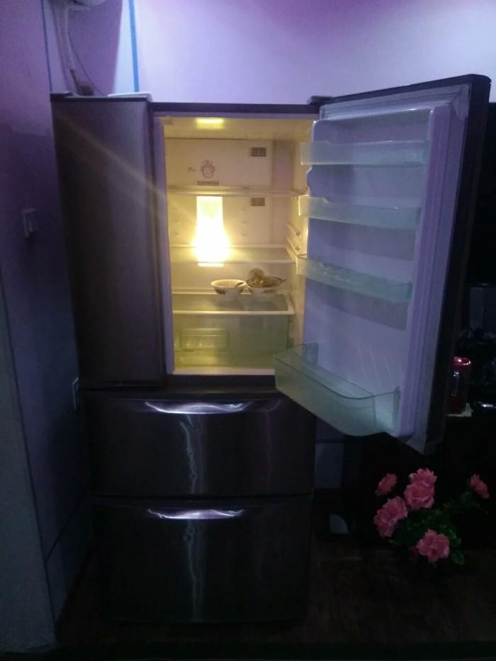 Б/у Трехкамерный Серый холодильник Panasonic. Photo 3