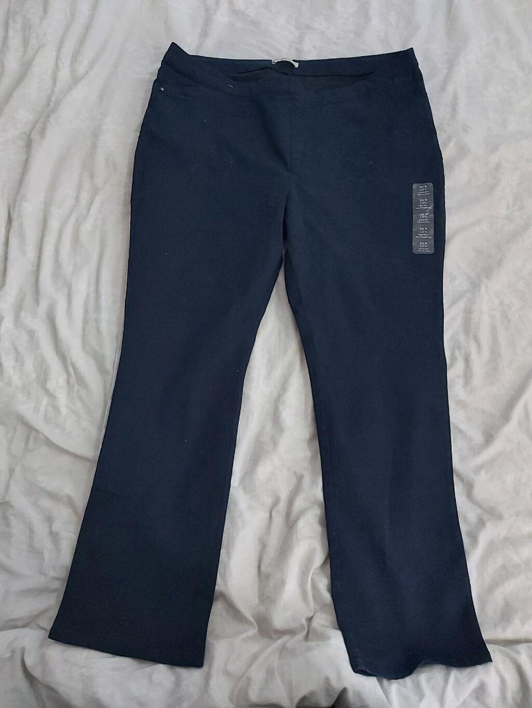 Tegljive pantalone u broju 50 za krupnije,duboki model novee