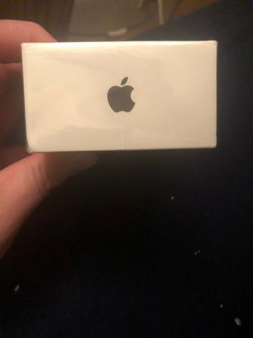 Iphone XR128GB καλή κατάσταση 3 εβδομάδες παλιά πωλώ για 600 ευρώ. Photo 1