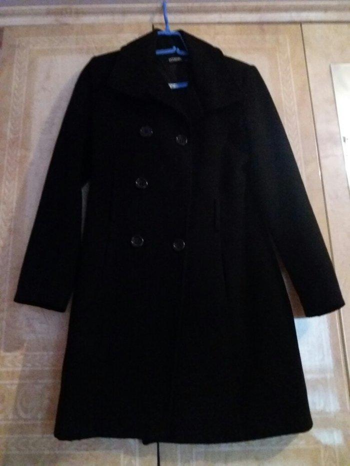 Kaput zenski, boja crna, malo nosen placen 100e
