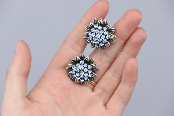 Жіночі сережки з блакитними камінчиками     Стан гарний по цене: 69 UAH: Жіночі сережки з блакитними камінчиками     Стан гарний